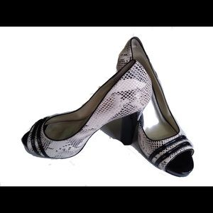 WHBM Peep Toe Black White Snakeskin Heel Blaire 10